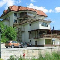 Отель Crystal Болгария, Смолян - отзывы, цены и фото номеров - забронировать отель Crystal онлайн приотельная территория фото 2