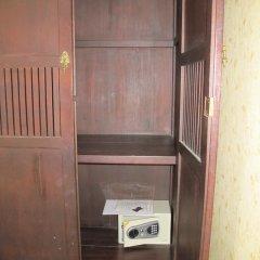 Отель Rinya House сейф в номере