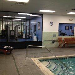 Отель Holiday Inn Express Stony Brook фитнесс-зал