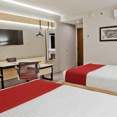 Отель City Express La Raza Мехико сейф в номере