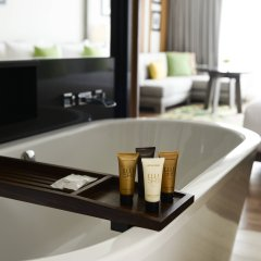 Отель The Nai Harn Phuket Пхукет ванная