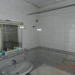 Отель Burj Al Diyar Hotel Apartments ОАЭ, Шарджа - отзывы, цены и фото номеров - забронировать отель Burj Al Diyar Hotel Apartments онлайн ванная