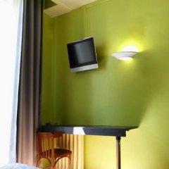 Отель Du Dauphine Франция, Лион - отзывы, цены и фото номеров - забронировать отель Du Dauphine онлайн удобства в номере фото 2