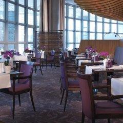 Отель Hilton Munich Airport Германия, Мюнхен - 7 отзывов об отеле, цены и фото номеров - забронировать отель Hilton Munich Airport онлайн питание