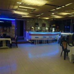 Bells Motel Турция, Урла - отзывы, цены и фото номеров - забронировать отель Bells Motel онлайн гостиничный бар