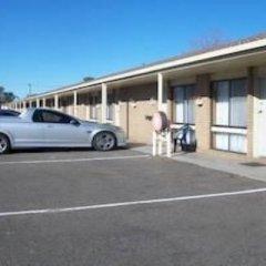 Отель Country Home Motor Inn парковка