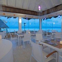 Отель Grand Park Royal Luxury Resort Cancun Caribe Мексика, Канкун - 3 отзыва об отеле, цены и фото номеров - забронировать отель Grand Park Royal Luxury Resort Cancun Caribe онлайн гостиничный бар фото 2