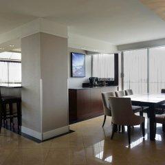 Отель DoubleTree by Hilton Hotel & Suites Victoria Канада, Виктория - отзывы, цены и фото номеров - забронировать отель DoubleTree by Hilton Hotel & Suites Victoria онлайн питание фото 2