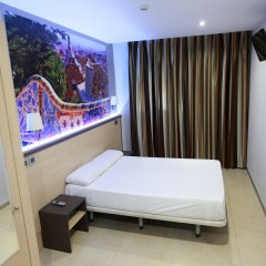 Отель Hostal Flores Барселона комната для гостей фото 4