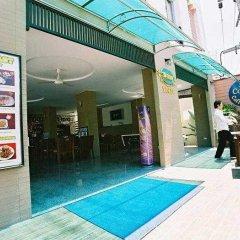 18 Coins Cafe & Hostel бассейн