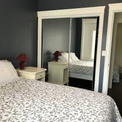 Отель Upper Deer Lake Family Duplex Suite Канада, Бурнаби - отзывы, цены и фото номеров - забронировать отель Upper Deer Lake Family Duplex Suite онлайн комната для гостей фото 5