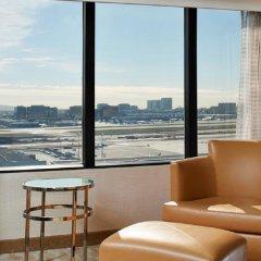 Отель Hilton Los Angeles Airport США, Лос-Анджелес - 10 отзывов об отеле, цены и фото номеров - забронировать отель Hilton Los Angeles Airport онлайн балкон