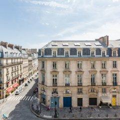 Отель Luxury 2 Bedroom With AC - Louvre & Champs Elysees Париж балкон