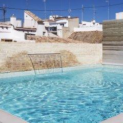 Отель One Shot Mercat 09 бассейн