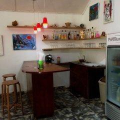 Отель San San Tropez Ямайка, Порт Антонио - отзывы, цены и фото номеров - забронировать отель San San Tropez онлайн гостиничный бар