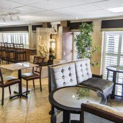 Отель Quality Inn & Suites Denver Stapleton гостиничный бар