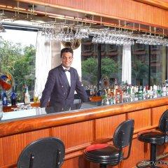 Отель Earl's Regency гостиничный бар