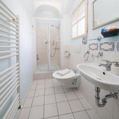 Отель Prague Loreta Residence Чехия, Прага - отзывы, цены и фото номеров - забронировать отель Prague Loreta Residence онлайн ванная