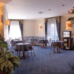 Отель Laura