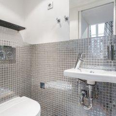Отель Le Marais Hotel de Ville Apartments Франция, Париж - отзывы, цены и фото номеров - забронировать отель Le Marais Hotel de Ville Apartments онлайн ванная