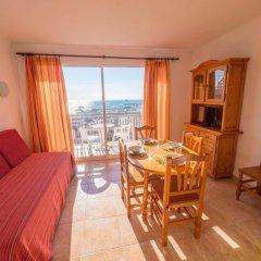 Отель Apartaments AR Europa Sun Испания, Бланес - отзывы, цены и фото номеров - забронировать отель Apartaments AR Europa Sun онлайн комната для гостей