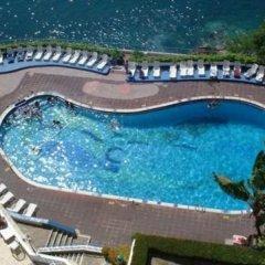 Caleta Hotel бассейн
