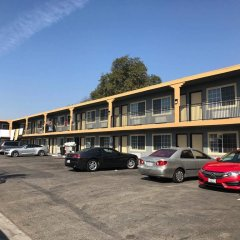 Отель American Inn & Suites LAX Airport парковка