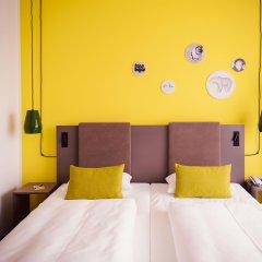 Отель Vienna House Easy Berlin сейф в номере