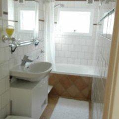 Отель Blue Wave Houseboat Нидерланды, Амстердам - отзывы, цены и фото номеров - забронировать отель Blue Wave Houseboat онлайн ванная