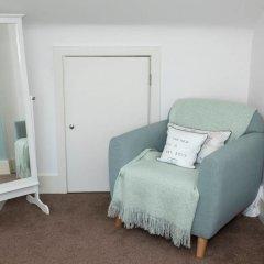 Отель Cosy 2BD Terrace House in Chorlton удобства в номере