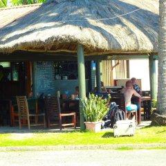 Отель Travellers Beach Resort гостиничный бар