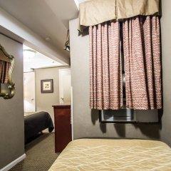 Отель La Quinta Inn & Suites New York City Central Park сейф в номере