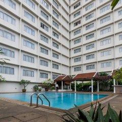 The Dynasty Hotel бассейн