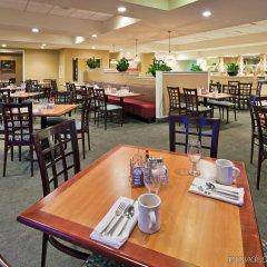 Отель Holiday Inn Washington Georgetown Hotel США, Вашингтон - отзывы, цены и фото номеров - забронировать отель Holiday Inn Washington Georgetown Hotel онлайн питание фото 2