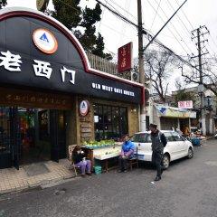 Отель Shanghai Old West Gate Hostel Китай, Шанхай - 1 отзыв об отеле, цены и фото номеров - забронировать отель Shanghai Old West Gate Hostel онлайн городской автобус