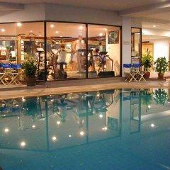 Tai-Pan Hotel бассейн фото 2