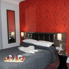 Отель Grand Hôtel Lévêque сейф в номере