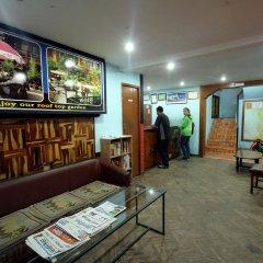 Отель Holy Lodge Непал, Катманду - 1 отзыв об отеле, цены и фото номеров - забронировать отель Holy Lodge онлайн интерьер отеля фото 2