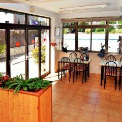 Отель Hostal Magnolia Испания, Льорет-де-Мар - отзывы, цены и фото номеров - забронировать отель Hostal Magnolia онлайн интерьер отеля