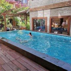 Отель Middle Path Непал, Покхара - отзывы, цены и фото номеров - забронировать отель Middle Path онлайн бассейн фото 3