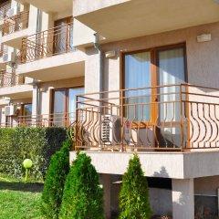 Апартаменты La Playa Apartments балкон
