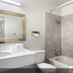 Отель Shalimar Hotel of Las Vegas США, Лас-Вегас - отзывы, цены и фото номеров - забронировать отель Shalimar Hotel of Las Vegas онлайн ванная фото 2