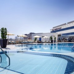 Отель Crowne Plaza Dubai Deira бассейн