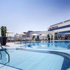 Отель Crowne Plaza Dubai - Deira Дубай бассейн