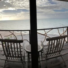 Отель Hakamanu Lodge Французская Полинезия, Тикехау - отзывы, цены и фото номеров - забронировать отель Hakamanu Lodge онлайн балкон