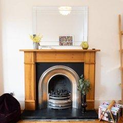 Отель Charming 2-bedroom apt in the Heart of West End Глазго интерьер отеля