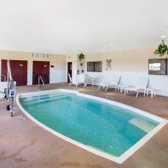 Отель Comfort Suites Plainview бассейн