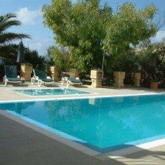 Отель San Antonio Guesthouse Мальта, Мунксар - отзывы, цены и фото номеров - забронировать отель San Antonio Guesthouse онлайн бассейн фото 2