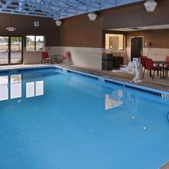 Отель Comfort Suites East бассейн
