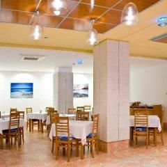 Отель Azuline Hotel - Apartamento Rosamar Испания, Сан-Антони-де-Портмань - отзывы, цены и фото номеров - забронировать отель Azuline Hotel - Apartamento Rosamar онлайн питание фото 3